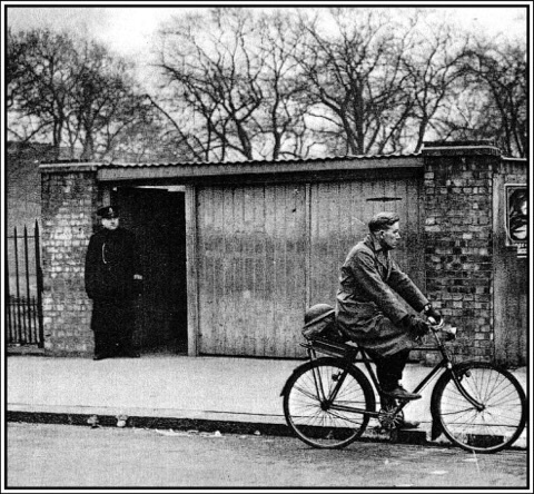 Bethnal Green tube entrance 1943. Photo: Tower Hamlets archive