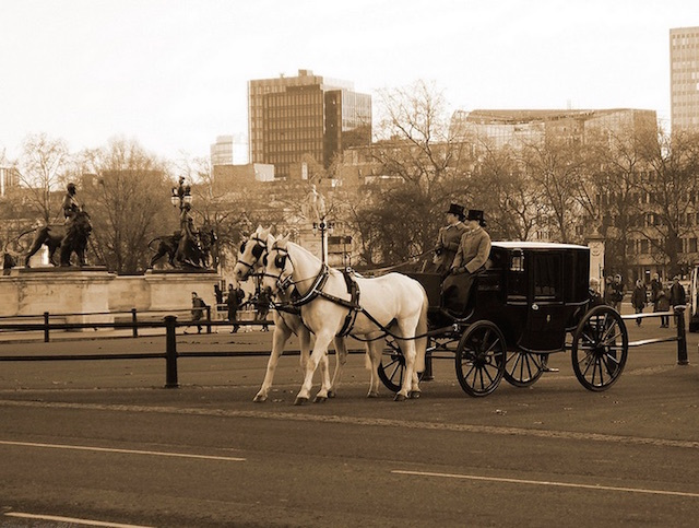 A Victorian style horse and carriage outside Buckingham Palace. Photo: Simone Sechi  (2012)