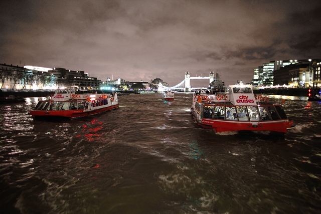 Enjoy unique night views of London and get treated to a four-course meal, music and dancing: board the London Showboat