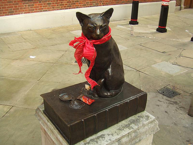 London's most famous pet statue commemorates Hodge, pet cat of Samuel Johnson. Find it in Gough Square near the lexicographer's museum-house.