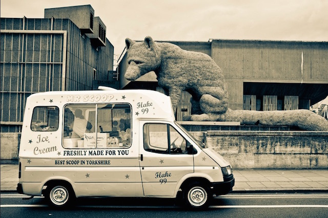 A hungry fox looks longingly at an ice cream van on Waterloo Bridge. Photo: Angus Stewart (2011)