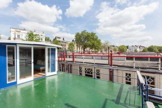 Sun yourself on the deck in this Chelsea-based houseboat.