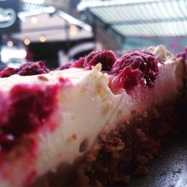 Gluten-free raspberry cheesecake from Cupcakes n Shhht
