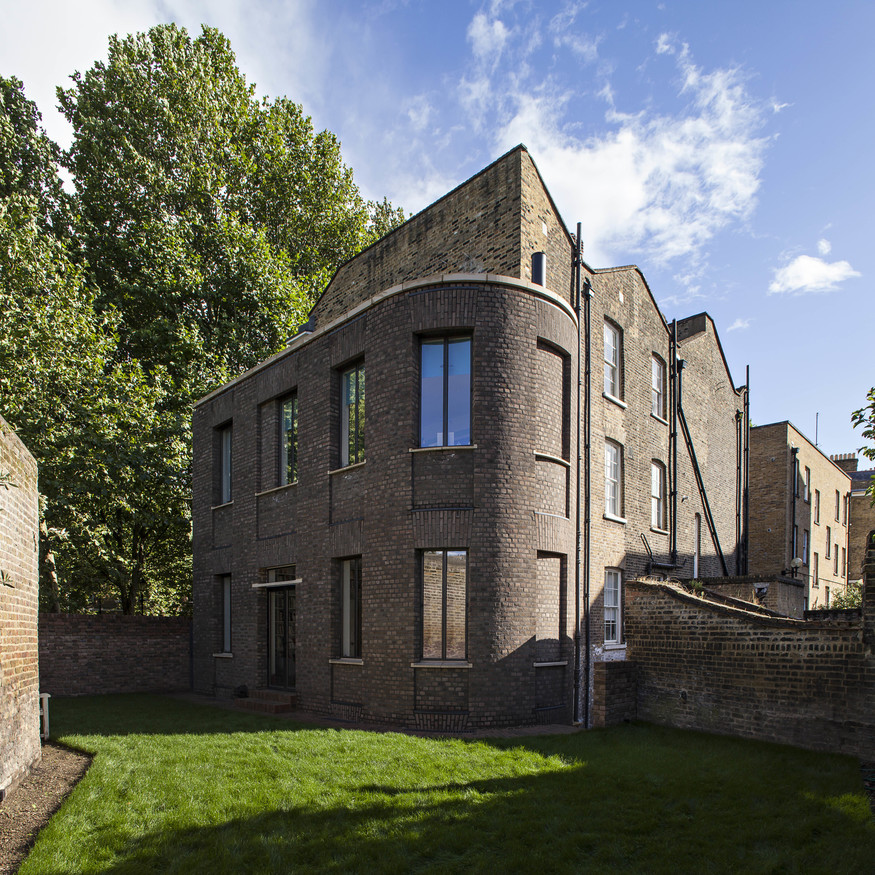 House In Wapping by Chris Dyson Architects