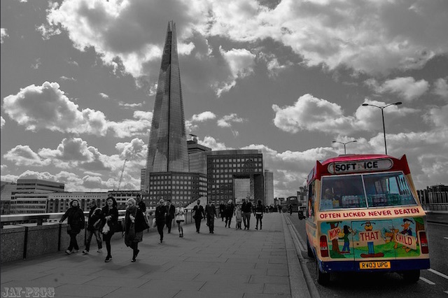 Ice cream van on London Bridge. Photo: JAY (2014)