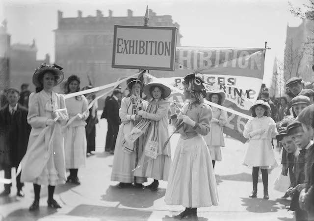 Young Suffragettes advertising the Women's Exhibition, 8 May 1909 © Museum of London