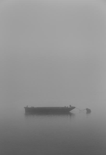 A lone boat adrift on the Thames. Copyright Albert Zhang.