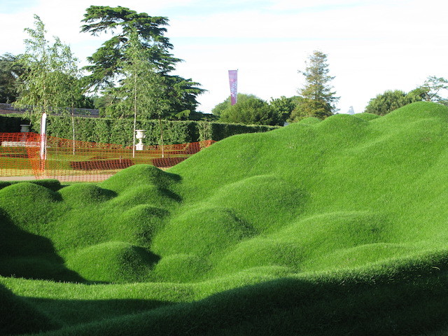 Grass sculpture by Tony Smith which greets you as you enter the show