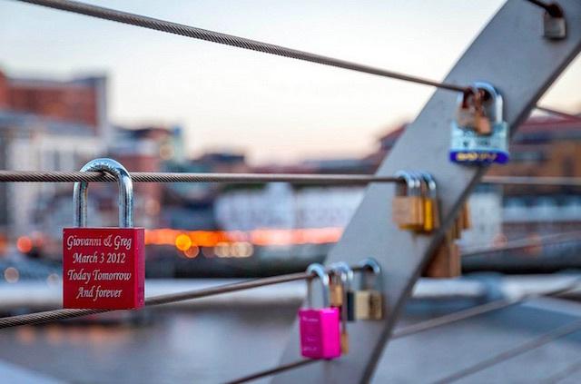 Millennium Bridge. Photo: leetneko (2013)