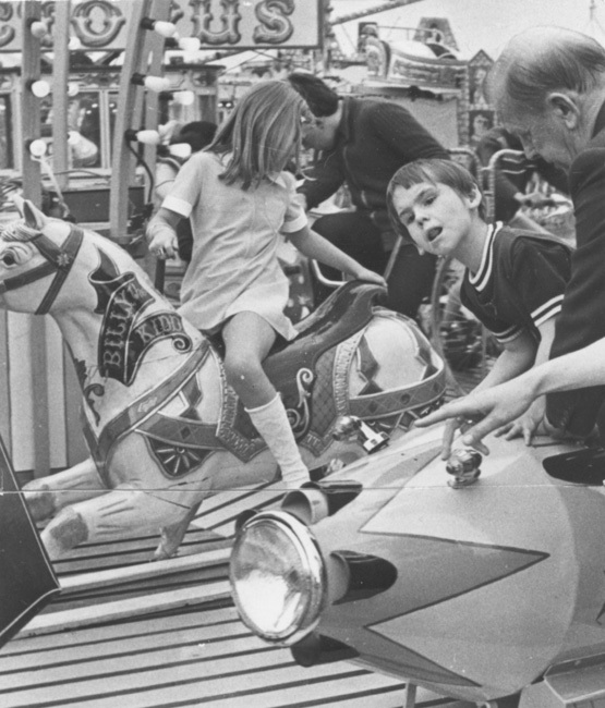 brent_-_children_from_kingsbury_special_school_at_roe_green_fair_1974_-_3119_web.jpg