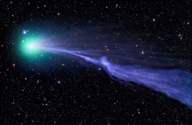 This comet leaves a shimmering trail.  ® Michael Jaeger