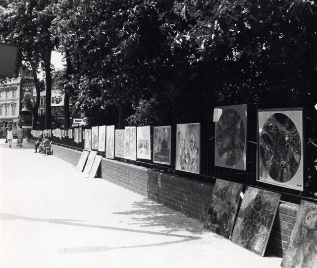 LB Islington, open air art show on Islington Green, 1973 (Islington Local History Centre. Photograph by Jim Connell)