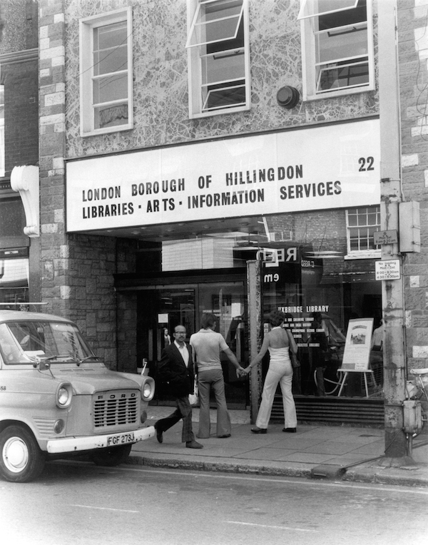 LB Hillingdon, Uxbridge Library, 1976 (Hillingdon Local Studies, Archives and Museum Service)