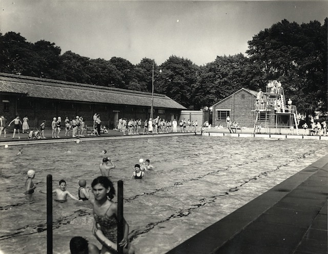 Wandsworth King George's Park swimming pool, 1966 (Wandsworth Heritage Service)