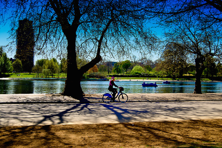 Cycling in sunshine, Hyde Park. Photo: David Merrigan (2011)