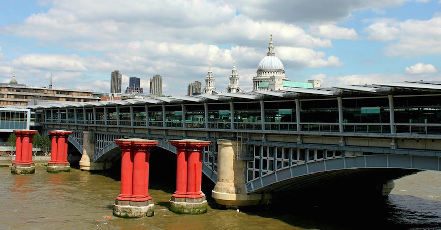 Why are there red pillars in the Thames next to Blackfriars Bridge?
