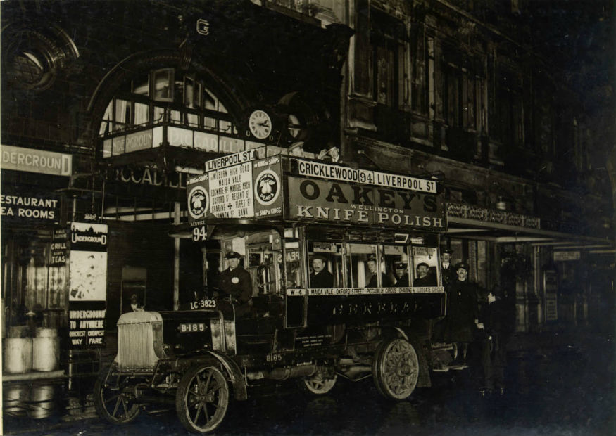 first_night_bus_outside_piccadilly_station_1913.jpg