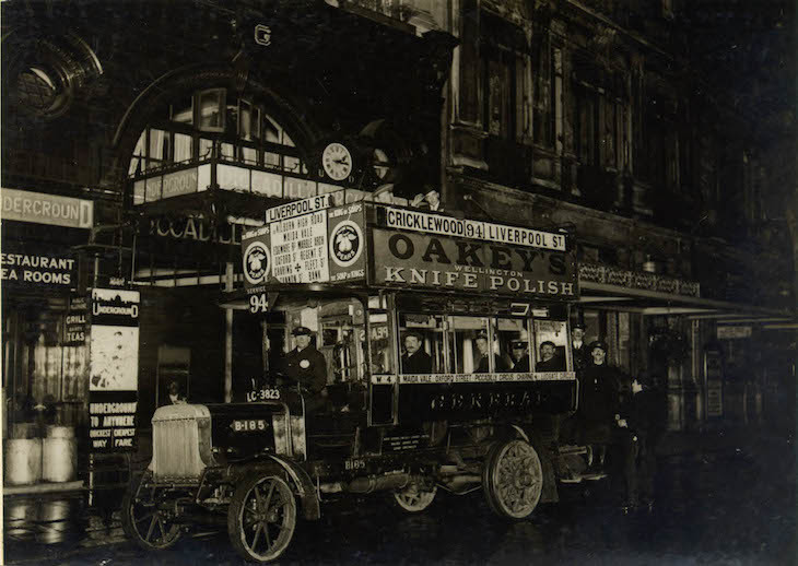 first_night_bus_outside_piccadilly_station_1913_1.jpg