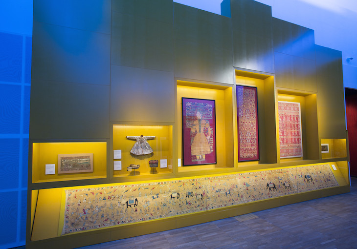 installation_view_of_the_fabric_of_india_at_the_va_c_victoria_and_albert_museum_london_2.jpg