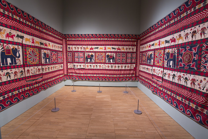 installation_view_of_the_fabric_of_india_at_the_va_c_victoria_and_albert_museum_london_6.jpg