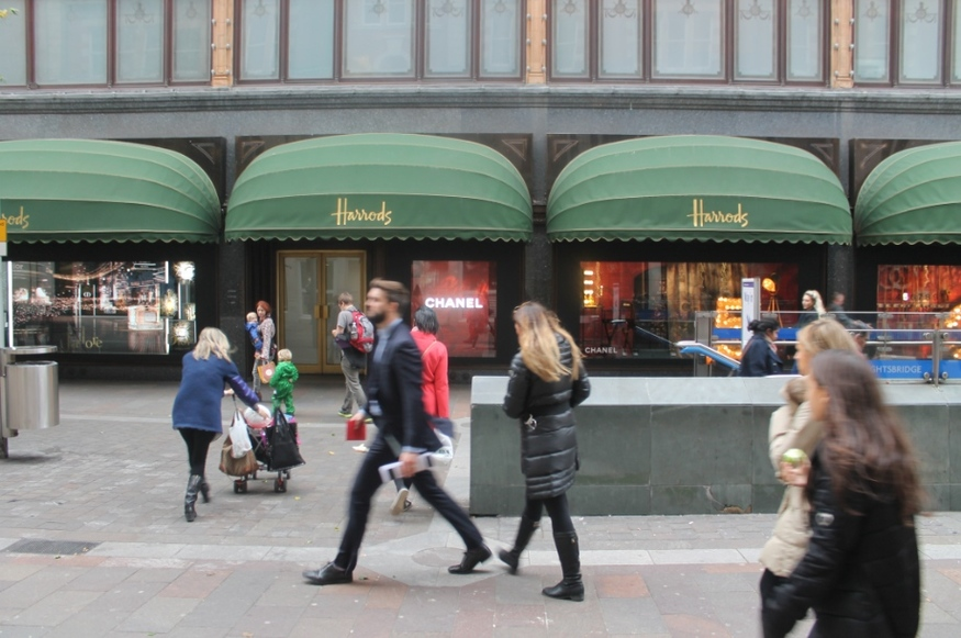 why the hell do people go to harrods londonist this was a nod to europe s biggest department store harrods but the nod was not a friendly one