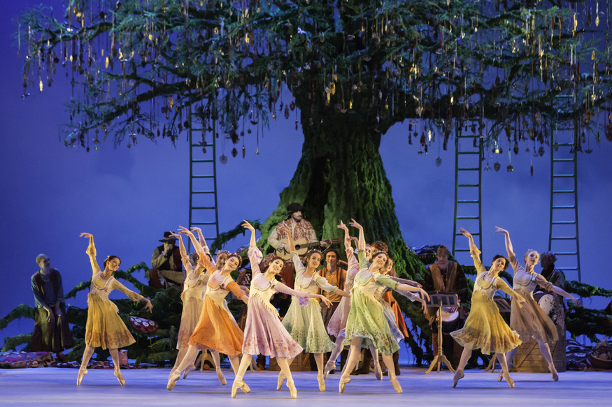 Artists of the Royal Ballet in Act Two of Christopher Wheeldon's The Winter's Tale © Johan Persson