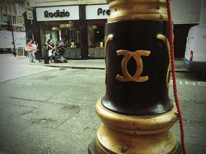 is the coco chanel logo really on london u0026 39 s lampposts