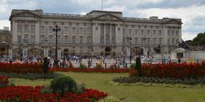 London News Roundup: Man Arrested After Climbing Buckingham Palace Fence