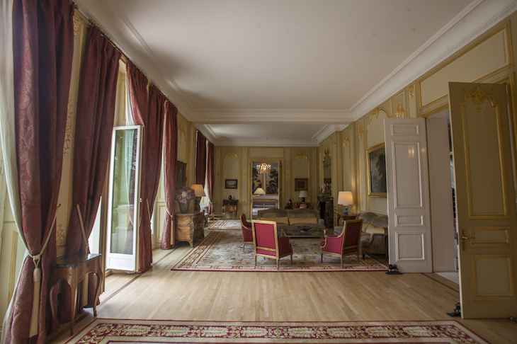 How to get into 3 london embassies londonist for Inside in french