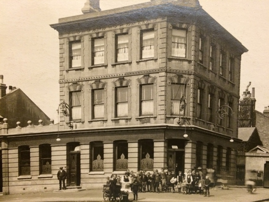 In Pictures: London Pubs Then And Now