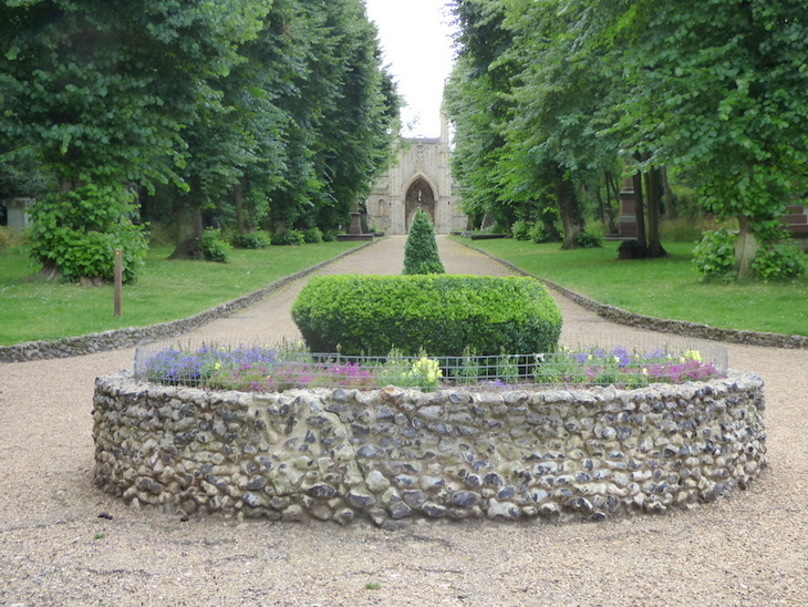 Nunhead Cemetery is a great, albeit unusual, family day out in London
