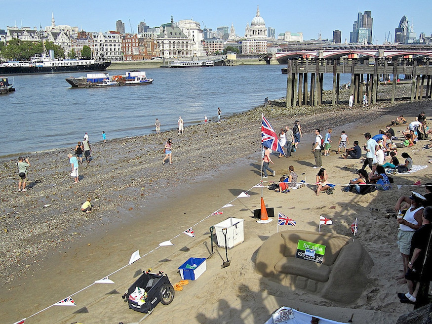 A guide to swimming in the Thames, including what's allowed, and staying safe
