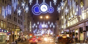 The Best Bus Routes For Seeing London's Christmas Lights