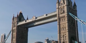 Video: What's Going On At Tower Bridge?