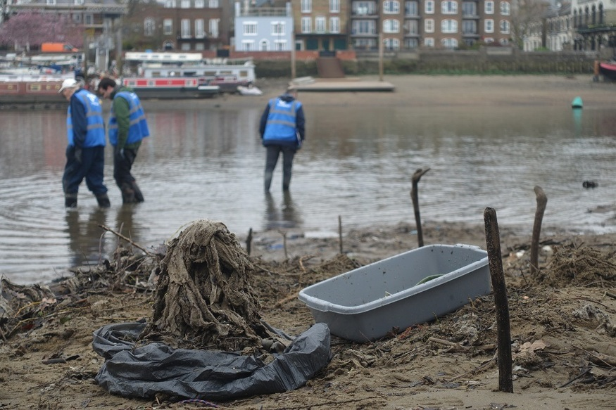 Help Rid The Thames Of Its Wet Wipe Problem
