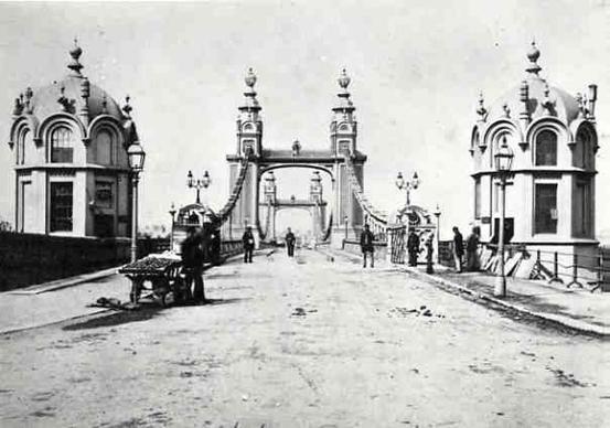 Secrets Of Chelsea Bridge