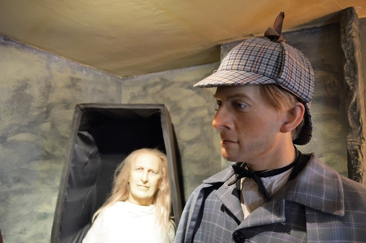 Why The Hell Do People Go To The Sherlock Holmes Museum?