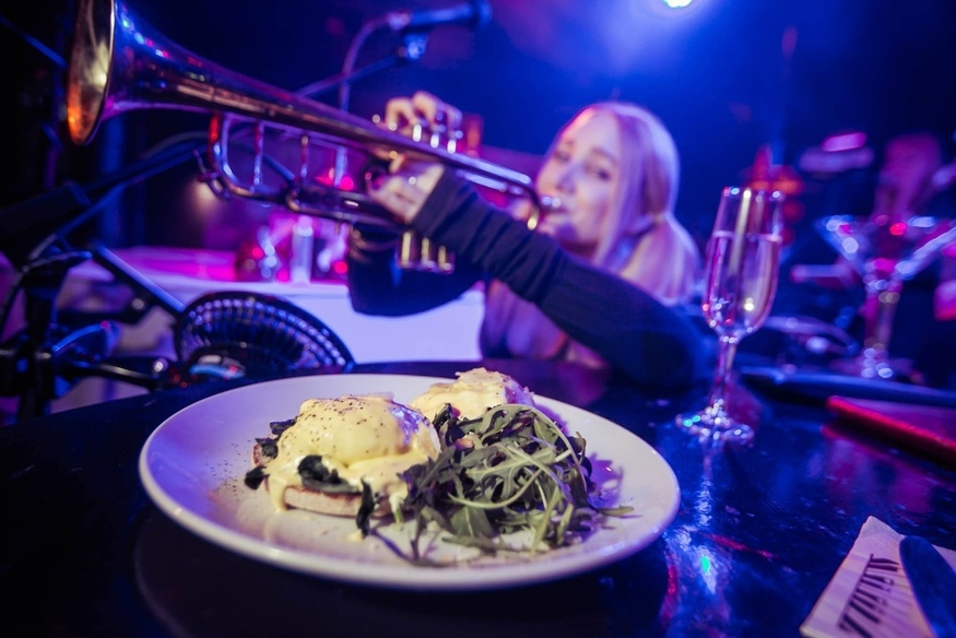 Review: Bottomless Brunch With Piano On Tap