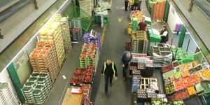 You'll Need To Be Up At 3am To See This Fruit And Veg Market At Its Best