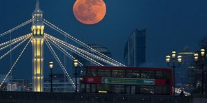 In Pictures: The Moon Over London