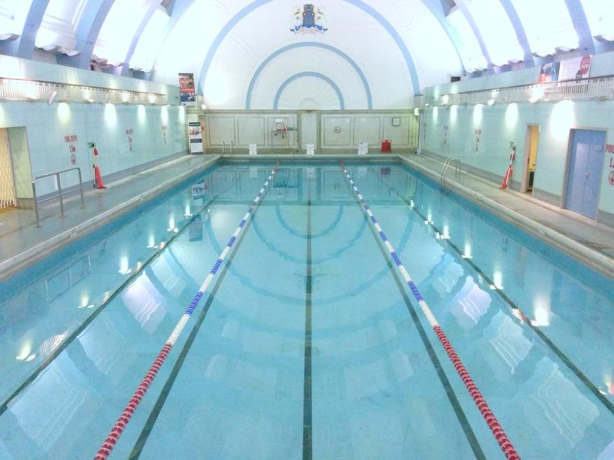 London 39 s best indoor swimming pools londonist - Indoor swimming pool with slides london ...