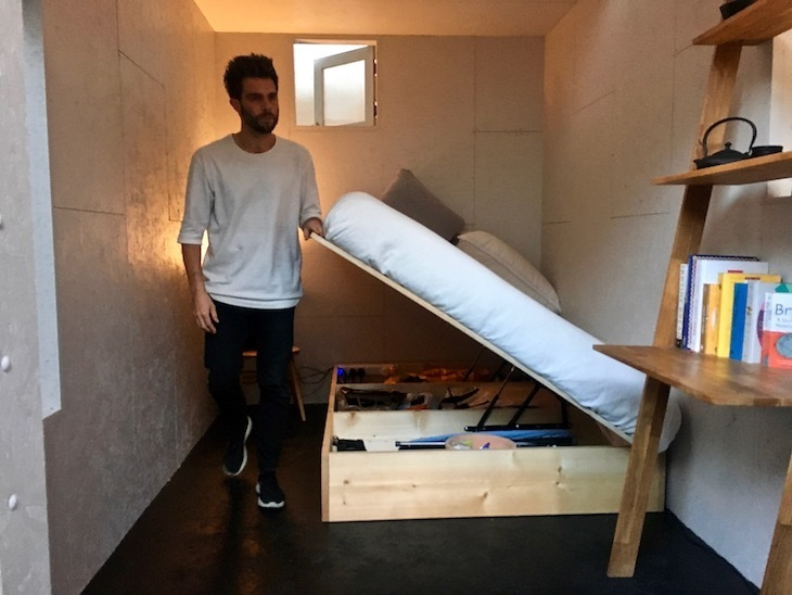 This Guy Is Living In A Shed For 300pcm But It S Not What You