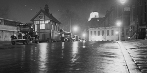 Ethereal Images Of 1930s London At Night