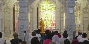 A Look Inside The Stunning Neasden Temple At The 'Aarti' Hindu Ceremony