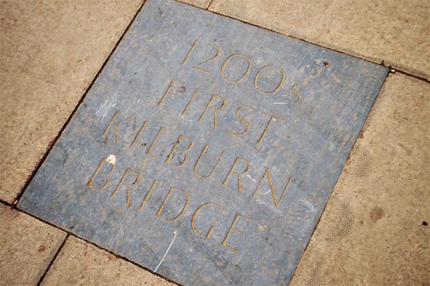Kilburn Bridge plaque.