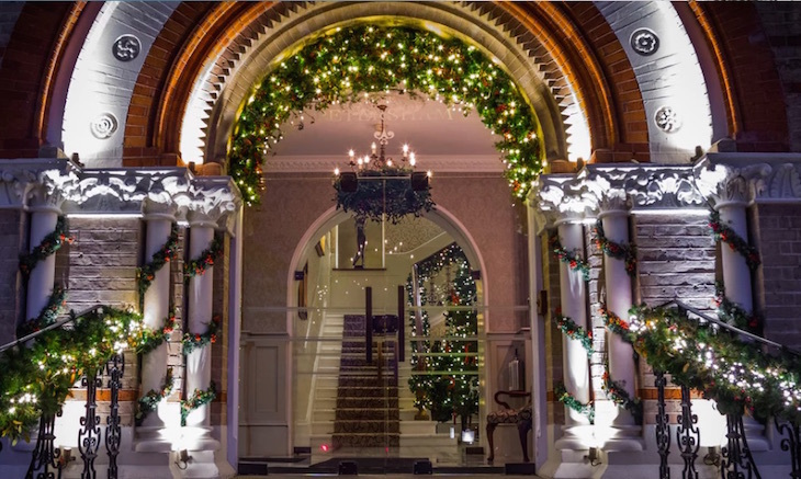 The fake snow will fall twice during lunch and twice during dinner service,  and once during the festive afternoon tea. Father Christmas is also making  an ...