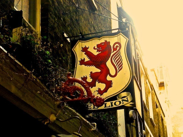 Red Lion hanging sign.