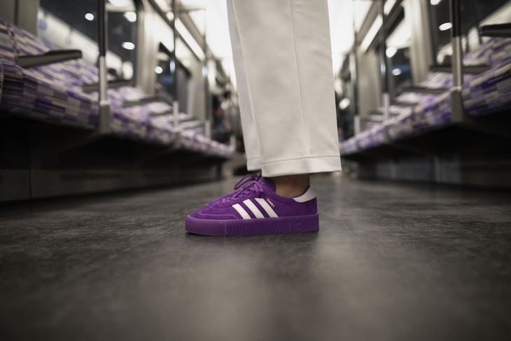 check out 3b381 ce50b Samba Elizabeth Line. Photo Adidas