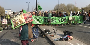 Mayor Cuts Tube Wifi As Extinction Rebellion Protests Continue