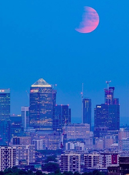 Beautiful Photos Of The Partial Lunar Eclipse Over London